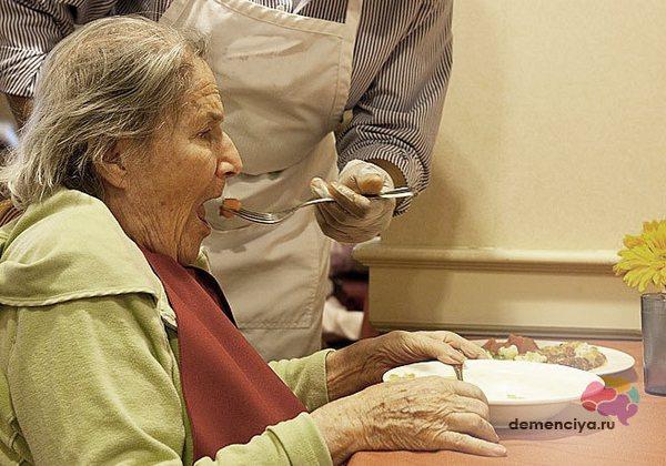 Признаки болезни Альцгеймера на поздней стадии