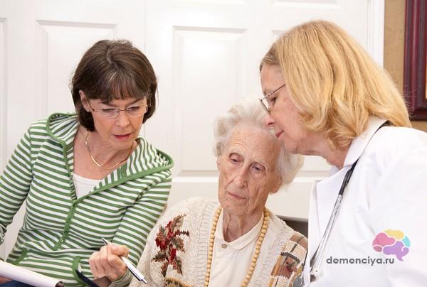 Визит к врачу с родственником при деменции